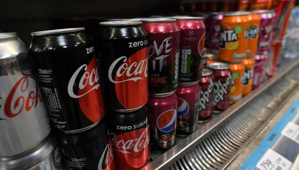 SLÅR ALARM: Tannlegeforeningen kaster seg inn i debatten om sukkerfri brus. Nå advarer de om at et for stort inntak av sukkerfri brus kan gi alvorlige syreskader. Foto: NTB Scanpix