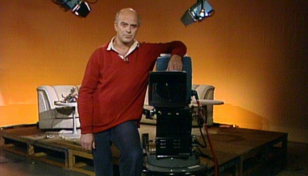 DØD: NRK-profil Dag Åkeson Moe ble 76 år gammel. Her er han i forbindelse med NRK-programmet «Fokus». Foto: NRK