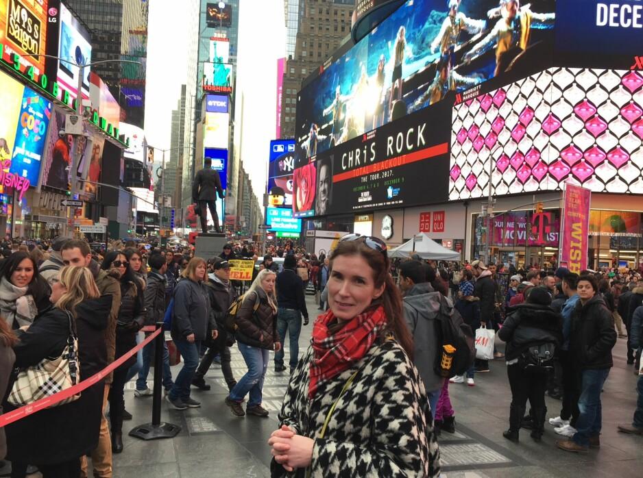 KUNSTFILM: Filmen «Pulse» laget av kunstneren Trine Lise Nedreaas fra Bergen vises på mange av de gigantiske lysskjermene på Times Square i New York. Foto: Vegard Kristiansen Kvaale / Dagbladet