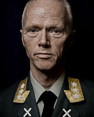I UNIFORM: Kjetil B. Alstadheim mener pensjonert generalløytnant Robert Mood bruker sin autoritet fra Forsvaret for å fremme det Alstadheim omtaler som politikerforakt. Foto: Jørn H Moen / Dagbladet
