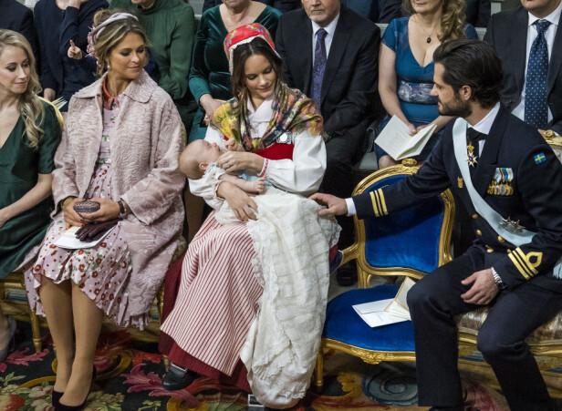LAMMESKINN: Den rosa kåpa til prinsesse Madeleine falt mildt sagt ikke i smak hos organsiasjonen Djurens rätt. Foto: NTB Scanpix