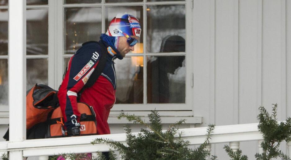 TAR PAUSE: Petter Northug reiste hjem etter den skuffende sprintprologen på Lillehammer lørdag. Foto: Geir Olsen / NTB scanpix
