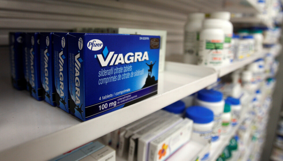 FILE PHOTO: A box of Viagra, typically used to treat erectile dysfunction, is seen in a pharmacy in Toronto January 31, 2008.     REUTERS/Mark Blinch/File Photo