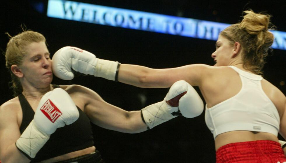 SATSET PÅ BOKSING: Tonya Harding ble utestengt fra skøytesporten på livstid, og forsøkte seg dermed på en helt annen idrett - uten særlig hell. Her avbildet i februar i 2003. Foto: NTB Scanpix