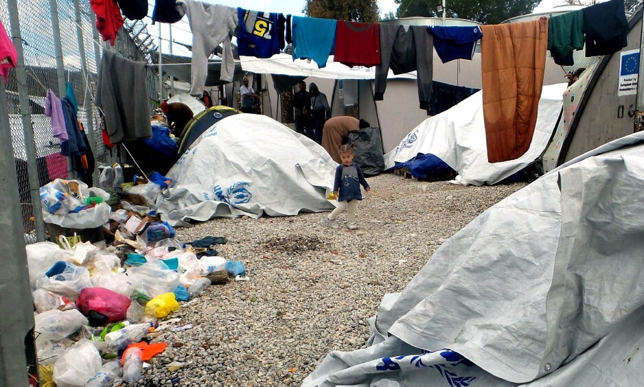 MORIA-LEIREN: Slik så det ut i Moria-leiren på den greske øya Lesvos for ei uke siden. Flyktningene strømmer fortsatt inn til de greske øyene. Foto: Anthi Pazianoun / AFP / NTB Scanpix