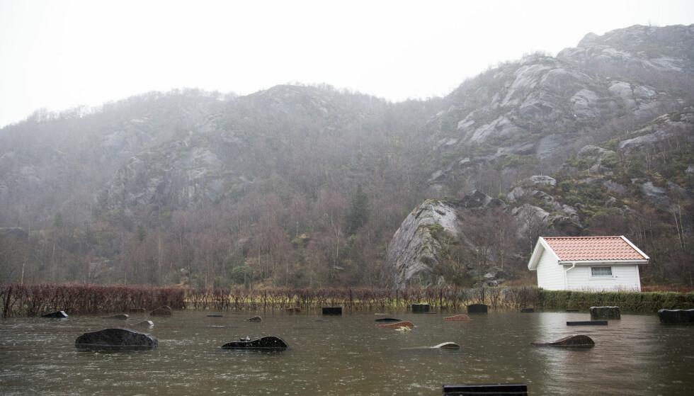 KAN FLOMME OVER: NVE varsler opp mot 400 millimeter nedbør og fare for flom på Vestlandet. Her fra Bjerkreim i Rogaland etter ekstremværet «Synne» i 2015. Foto: Torstein Bøe / NTB scanpix