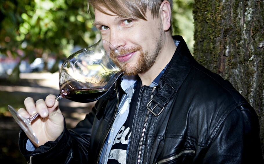 VINEKSPERT: Dagbladets vinekspert Robert Lie har 20 års erfaring i restaurantbransjen, og har tidligere vært vinansvarlig ved blant annet Restaurant Oscars gate, Statholdergaarden, Grefsenkollen og Bagatelle. Han er firedobbelt norgesmester og foreløpig eneste nordmann som har vunnet europamesterskapet for vinkelnere. Foto: Nina Hansen