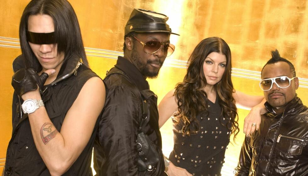 HITS: Fergie har hatt store hits med The Black Eyed Peas og som soloartist. Her fotografert sammen med Taboo, will.i.am og Apl.de.ap i 2009. Foto: Jim Cooper / NTB scanpix