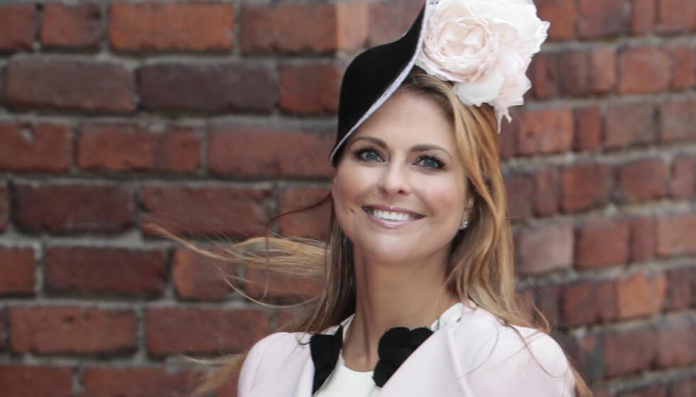 AVLYSER: Prinsesse Madeleine må avlyse gallamiddag i Stockholm. Her ankommer hun Stockholms rådhus og lunsjen i forbindelse med at kong Carl Gustaf 70-årsdag lørdag. Foto: Lise Åserud / NTB scanpix