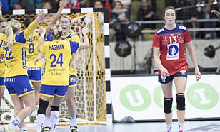 JUBEL: De svenske håndballkvinnene var i ekstase etter seieren over Norge. Foto: Vidar Ruud / NTB scanpix