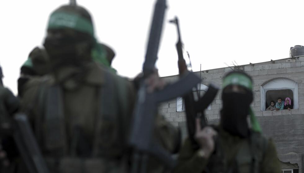 DREPT: To mennesker er drept i et angrep mot en Hamas-base på Gazastripen etter at Trump besluttet å anerkjenne Jerusalen som Israels hovedstad. Foto: AP Photo / Khalil Hamra / NTB scanpix