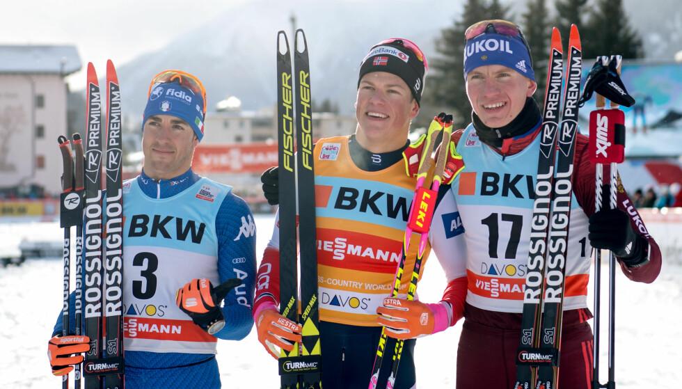 VANT: Johannes Høsflot Klæbo vant foran Federico Pellegrino (til venstre) og russiske Aleksander Bolsjunov. Foto: Bildbyrån