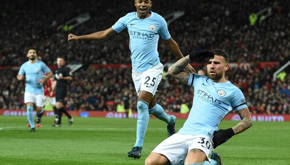 MÅL: Nicolas Otamendi feirer sin 2-1-scoring. Den ble til slutt avgjørede for et Manchester City som har fått en stor luke på toppen av Premier League. Foto: AFP PHOTO / Oli SCARFF