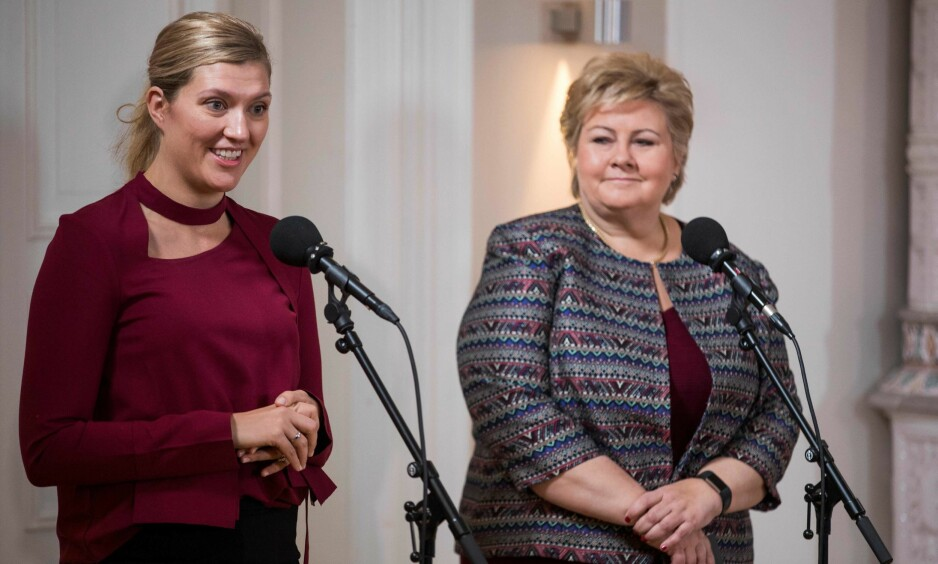 RIS OG ROS: Beatrice Fihn roset Norges rolle som en humanitær supermakt, men gjorde det klart at hun ikke vil gi opp kampen om å få Erna Solberg til å signere forbudet mot atomvåpen. Foto: AFP PHOTO / Odd ANDERSEN