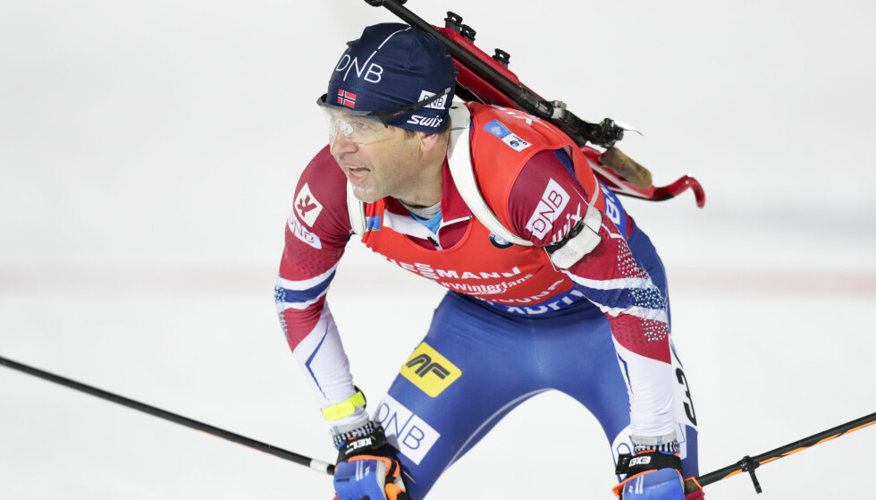 Tung helg: Ole Einar Bjørndalen hadde en tung idrettshelg, bare 59 dager før OL braker løs. Dette bildet er fra forrige helg, da Bjørndalen gikk 10 km sprint i verdenscupen i Østersund, Sverige. Foto: Lise Åserud / NTB scanpix