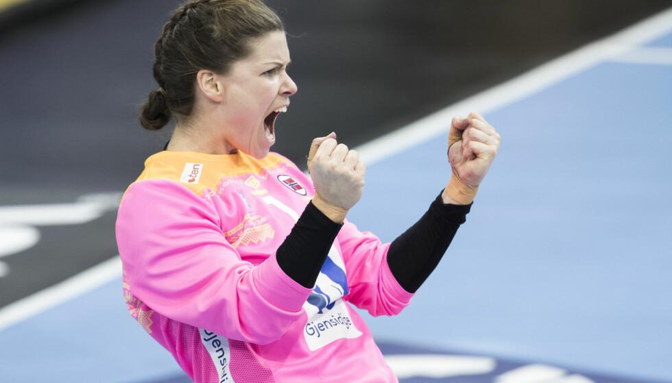 UTEN SKINNER: Kari Aalvik Grimsbø jubler under kampen mellom Norge og Polen. I kveld venter Russland. Foto: Vidar Ruud / NTB scanpix