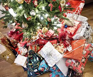 POPULÆRE GAVER: Flere kan vente seg reiser som gaver under juletreet i år. Foto: NTB Scanpix