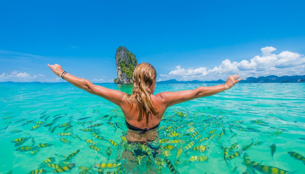TRE BLIR 11: Tar du tre feriedager i jula neste år, har du plutselig 11 dager fri i strekk, det er mer enn nok til å svømme med fiskene i for eksempel Thailand. Foto: Shutterstock / NTB Scanpix