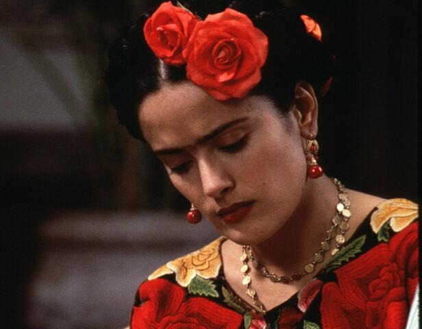 - KASTET OPP TÅRER: Skuespiller Salma Hayek beskriver flere svært urovekkende tilnærmelser fra Harvey Weinstein under arbeidet med filmen «Frida». Her er Hayek i rollen som Frida Kahlo. Foto: NTB Scanpix
