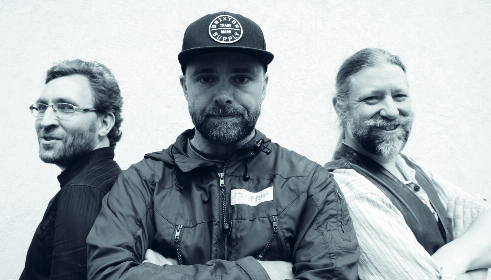ULVEBOK: Morten  Tønnessen (f.v), Lars   Lenth og Petter  Bøckman har skrevet boka «Ulvetider: Rovdyret som splitter Norge».