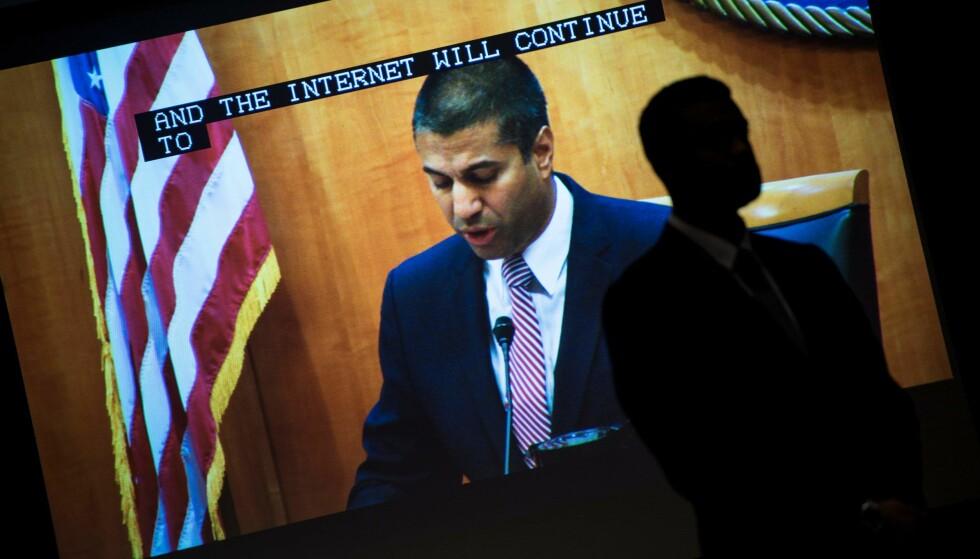 OPPHEVER NETTNØYTRALITET: Lederen for USAs Federal Communications Commission (FCC), Ajit Pai, har idag fått gjennomslag i FCC for å oppheve den såkalte nettnøytralitets-lovgivningen som skal sikre at innholdsleverandører på internett behandles likt. Her er han før vedtaket ble fattet i dag. Foto: AFP / NTB Scanpix