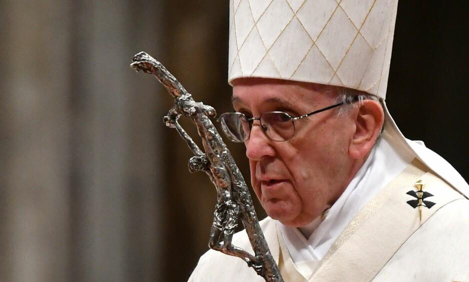 - DJEVELEN IKKE DIFFUS: - Han er ikke en diffus ting, han er en person, sa pave Frans om djevelen i et TV-intervju denne uka. Det har vakt oppsikt. Her er han under en messe Latinamerikas skytshelgen Madonna di Guadalupe i Sankt Peterskirken på tirsdag. Foto: Alberto Pizzoli/NTB Scanpix