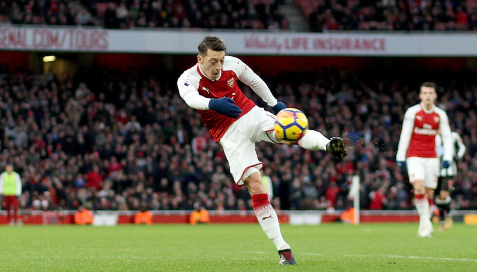 FULLTREFFER: Mesut Özil klinker inn kampens første scoring på hel volley. Foto: Matthew Impey/REX/Shutterstock/NTB Scanpix