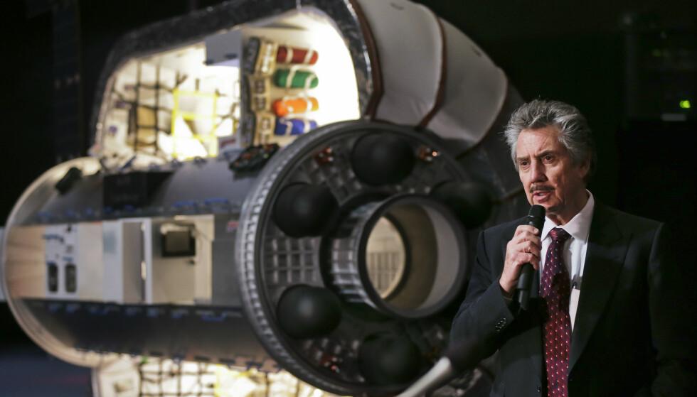OVERBEVIST: Robert Bigelow, fotografert under en pressekonferanse i 2013, er overbevist om at UFO-er har besøkt jordkloden. Foto: AP Photo/Julie Jacobson