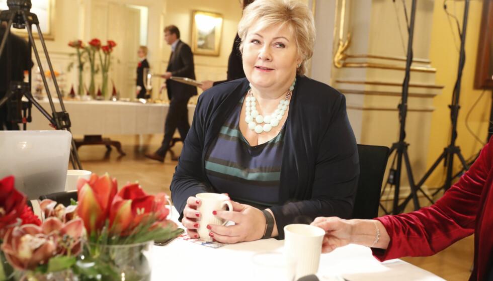 God jul, statsminister: Erna Solberg kan ta ferie som leder av landets største parti. Her fra regjeringens halvårlige pressekonferanse tirsdag. Foto: Terje Bendiksby / NTB scanpix