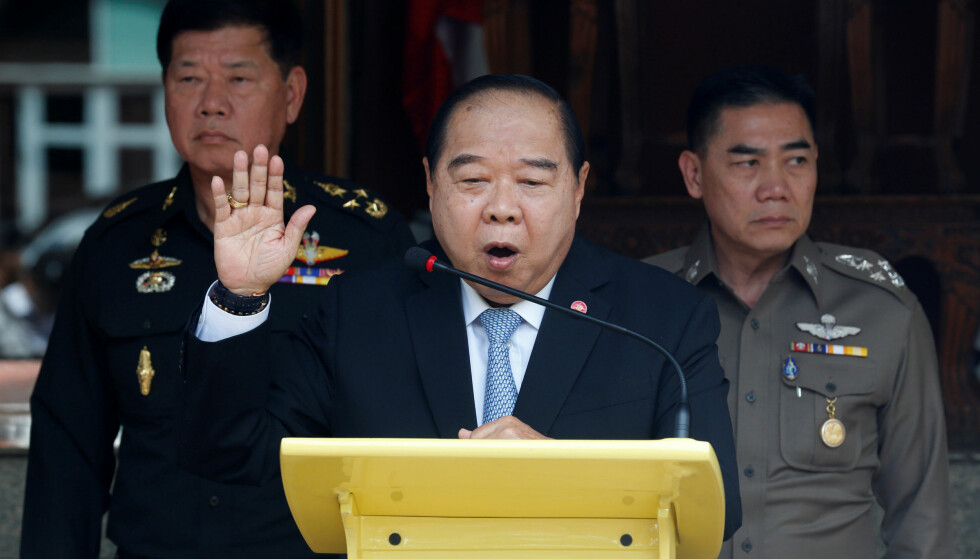 UPOPULÆR: Thailands visestatsminister og forsvarsminister er blitt upopulær i hjemlandet, etter at han flere ganger er blitt avbildet med dyre klokker og diamantringer. Foto: Chaiwat Subprasom / Reuters / NTB Scanpix