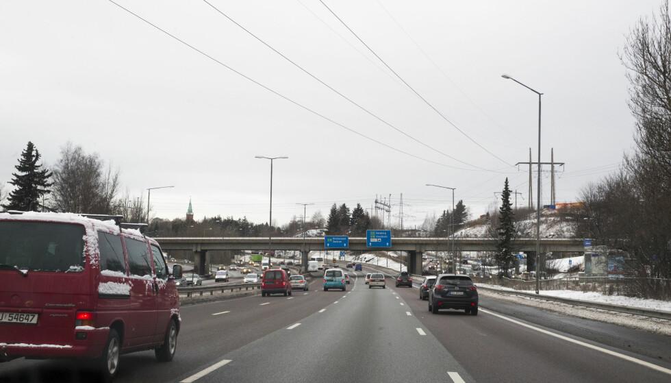 Erstattes: For E6 (OR12) fjernes dagens bomstasjoner i Ulvensplitten og Rv 190 Strømsveien. Disse erstattes av en ny bomstasjon på E6 øst for Smallvollveien som dekker begge kjøreretninger. Endret plassering har ingen trafikale konsekvenser. OR12. Foto: Lise Åserud / NTB scanpix