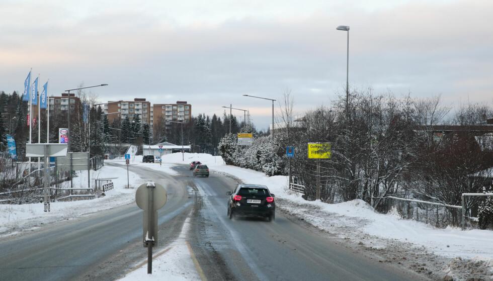 Under kraftlinjen: På Akershusiden av fylkesgrensa. Det er tidligere vist en løsning med bomstasjon i Karihaugveien Oslo, denne løsningen anses som dårligere. Forslag til bomringer. Foto: Lise Åserud / NTB scanpix