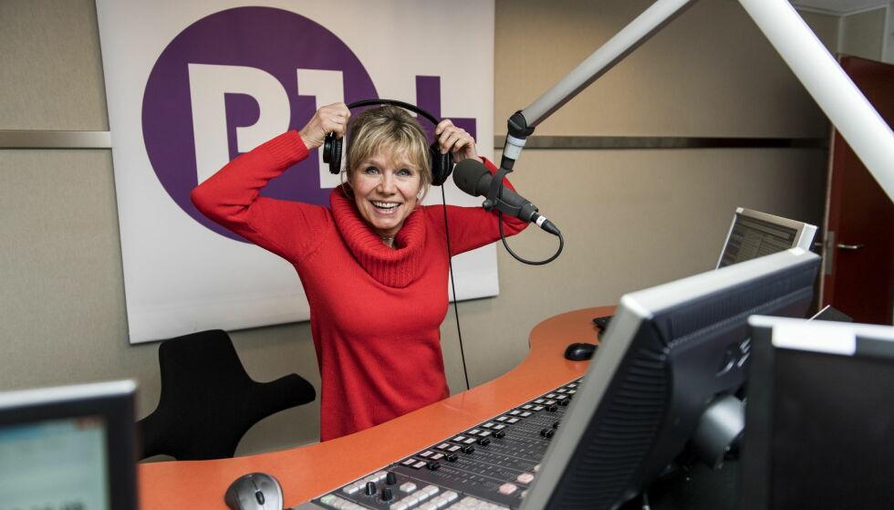 TV-ANSIKT PÅ RADIO: Hun har vært synlig som både hallodame og programleder. Nå har Gunvor Hals gått bort fra skjermen og over til bare lyd. - Jeg har hatt mye moro i NRK, men ingenting er mer moro enn å jobbe i P1+, sier hun. Foto: Lars Eivind Bones