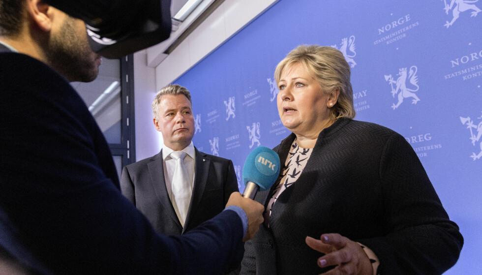 STRAFFEFRITT: Enkelte fnyser av svenskenes nye samtykkelov, men Norge har ikke mye å skryte av. Den ene justisministeren etter den andre har mislykkes i straffeforfølgingen av voldtekt. Statsminister Erna Solberg (i midten) og justis- og beredskapsminister Per-Willy Amundsen har fire år på å gjøre det bedre. Foto: Gorm Kallestad / NTB scanpix