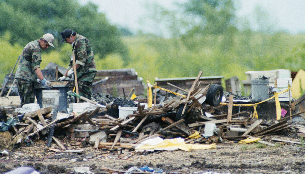 RUINER: En mislykket politiaksjon, en 51 dagers beleiring og raidet på davidianernes eiendom utenfor Waco i Texas endte i tragedie. Til sammen døde 86 mennesker i begivenhetene for 25 år siden. Foto: Ron Heflin / AP / NTB Scanpix