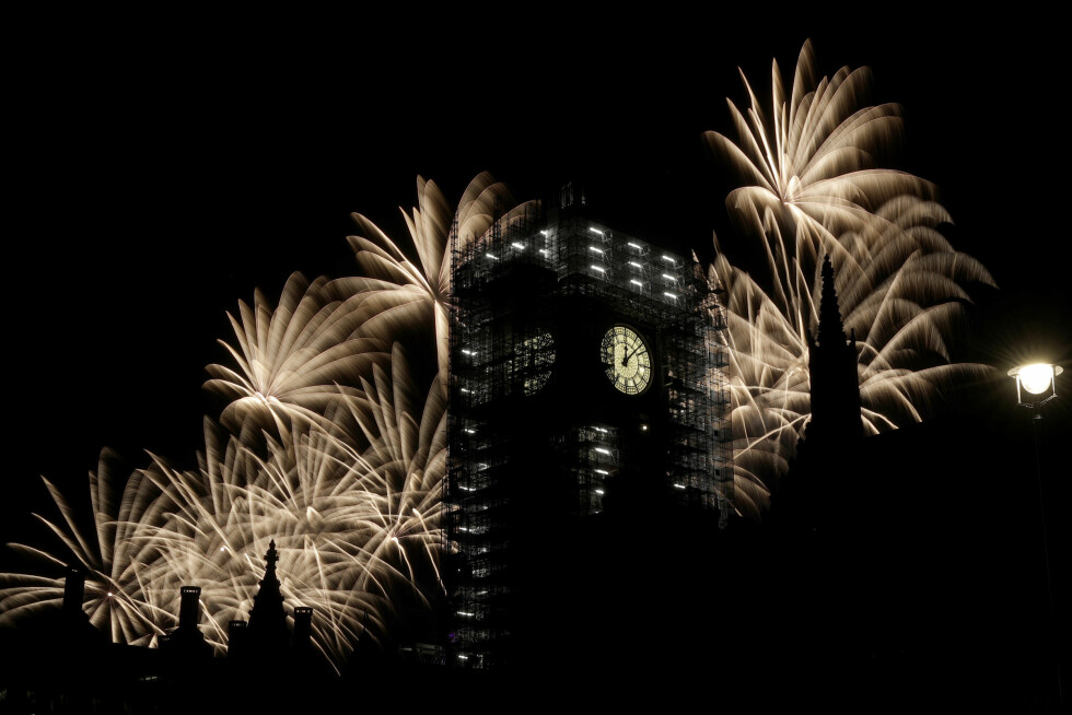 BIG BEN: I det velkjente klokketårnet ved Parlamentet i London, ringte Big Ben det nye året inn. Foto: Matt Dunham / AP / NTB scanpix