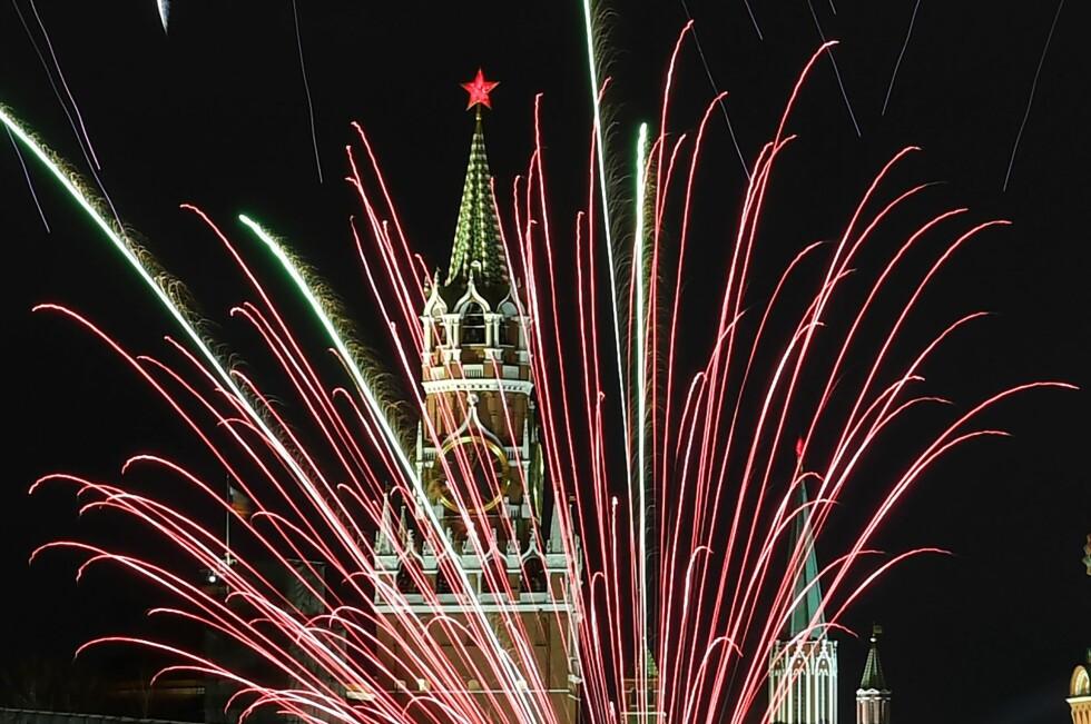 MOSKVA: Fyrverkeriet over Kremlin i Moskva, Russland. Foto: AFP PHOTO / Kirill Kudryavtsev