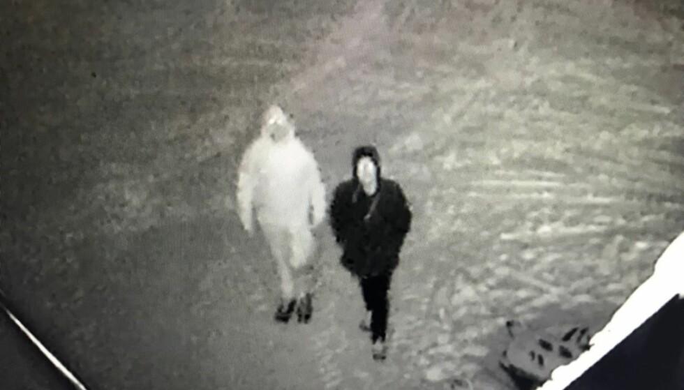 FANGET PÅ KAMERA: Disse to personene mistenkes for innbrudd og biltyveri i Oppdal i natt. Politiet advarer mot at de kan være bevæpnet og farlige. Foto: Overvåkningskamera
