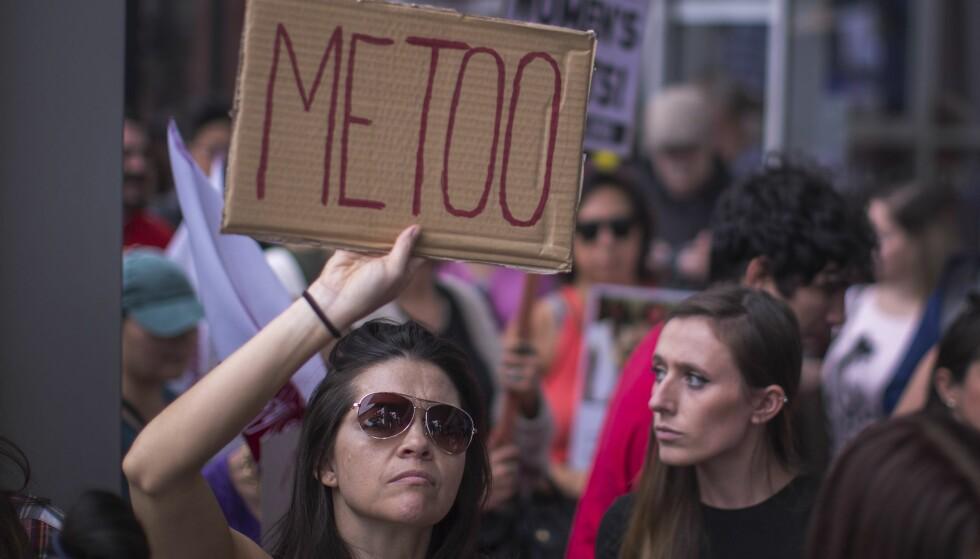 ENORM BEVEGELSE: Siden i høst har bevegelsen #MeToo foregått både på sosiale medier og på gata. FOTO: David McNew/Getty Images/AFP / SCANPIX