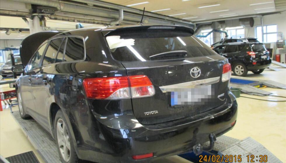 PARKERT: Selgeren mener alt er i orden med bilen hun solgte. Hun sier at hun ikke visste at bilen tidligere hadde blitt skadd etter musinvadering. Foto: Privat