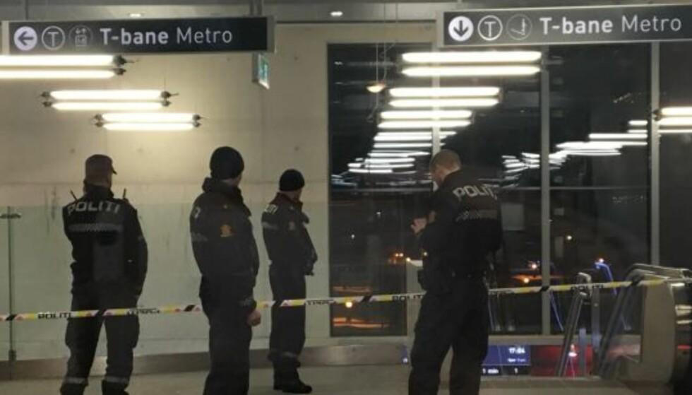 SKADEPOTENSIAL: Løren T-banestasjon er stengt etter at en forbipasserende gjorde funn av en mulig fenghette. Foto: Arne V. Hoem