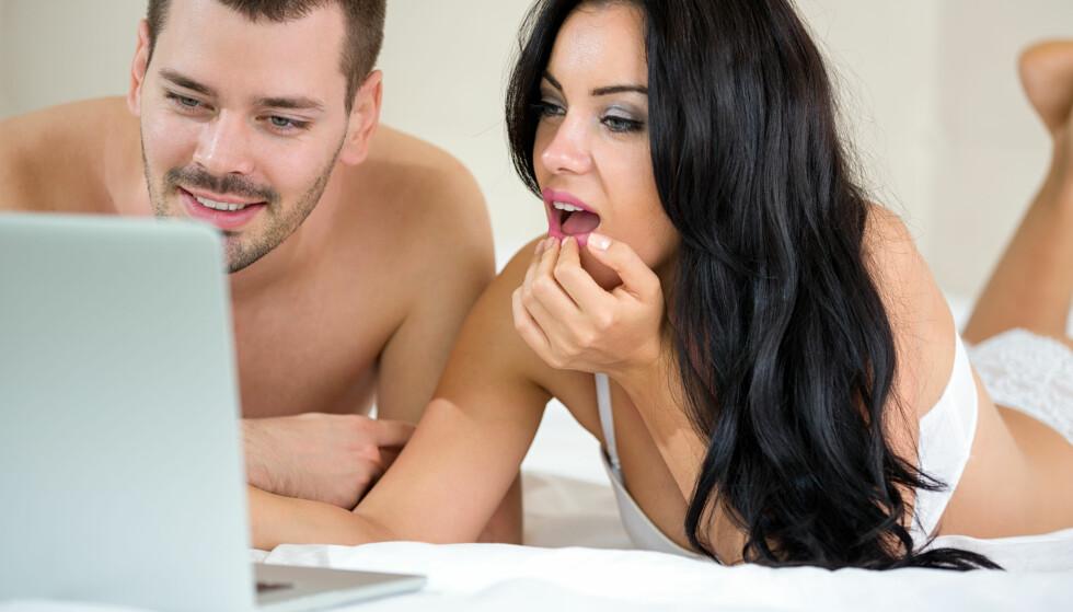 PORNO FOR TO? Begge må finne det tilfredsstillende å bruke porno – det er ikke noe man skal gå med på bare fordi partneren vil det. Foto: Shutterstock / NTB Scanpix