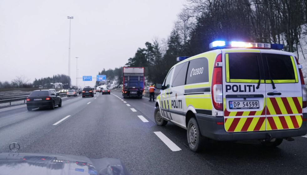 FORAN OG BAK: De to mennene ble avhørt henholdsvis foran og bak lastebilen. Foto: Øistein Norum Monsen / Dagbladet