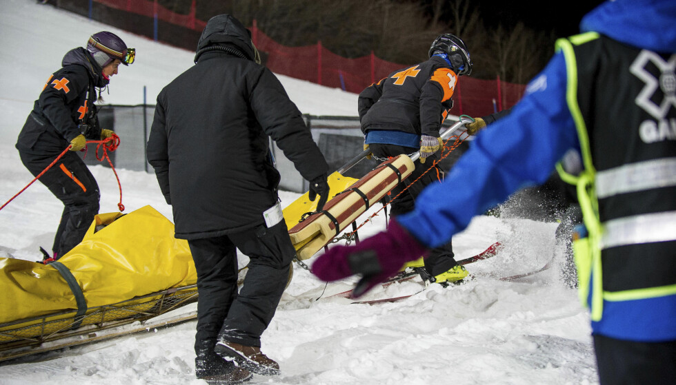 FRAKTET BORT: Iouri Podladtchikov falt stygt i halfpipen i X-Games. Han slapp unna med brukket nese. Foto: Anna Stonehouse/The Aspen Times/AP