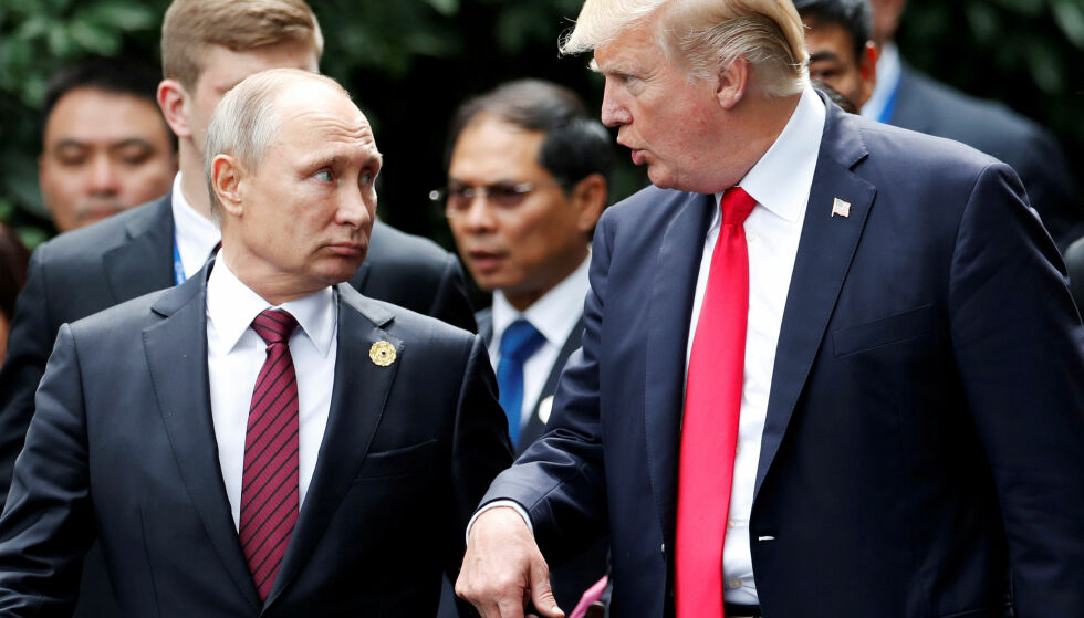 AVTALEBRUDD?: En talsperson for Russlands president Vladimir Putin uttalte tirsdag at landet ikke har noen tro på at en ny og bedre nedrustningsavtale kan bli resultatet dersom Donald Trump gjør alvor av truslene om å rive i stykker INF-avtalen. Foto: Jorge Silva / Reuters / NTB Scanpix