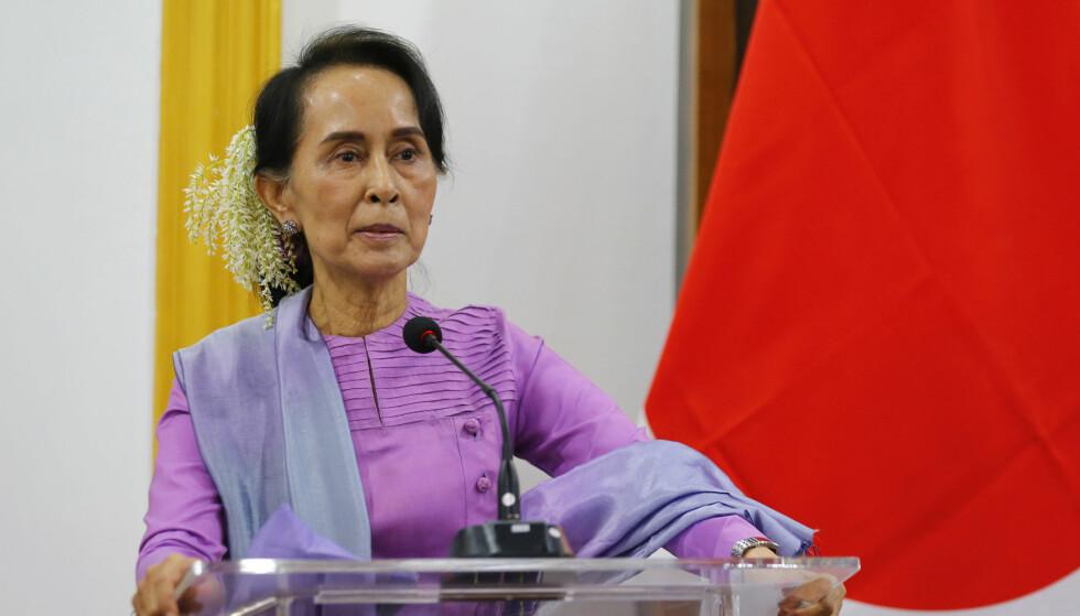 SNAKKER: Myanmars leder Aung San Suu Kyi sier militærets håndtering av rohingya-krisen kunne vært håndtert bedre, men støtter dommen mot Reuters-journalistene. Foto: Hein Htet/Pool Photo via AP