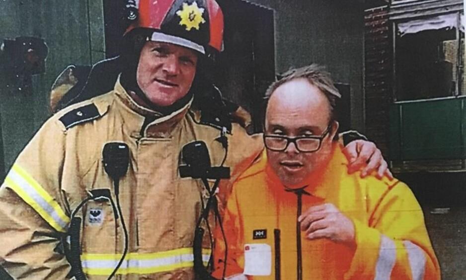 ENTUSIAST: Ove hadde besøkt de fleste brannstasjonene i området der han bodde utenfor København. Foto: Privat