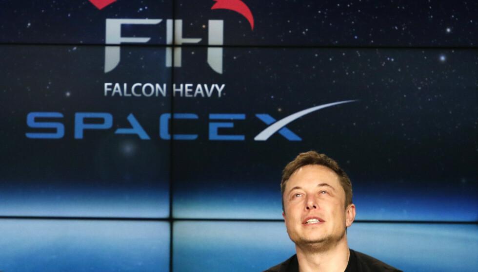 VISJONÆR: Elon Musk (46) står bak det private romfartsselskapet SpaceX. Tirsdagens oppskytning var en stor triumf for så vel grunnlegger som selskap. Foto: Joe Skipper / Reuters / NTB Scanpix