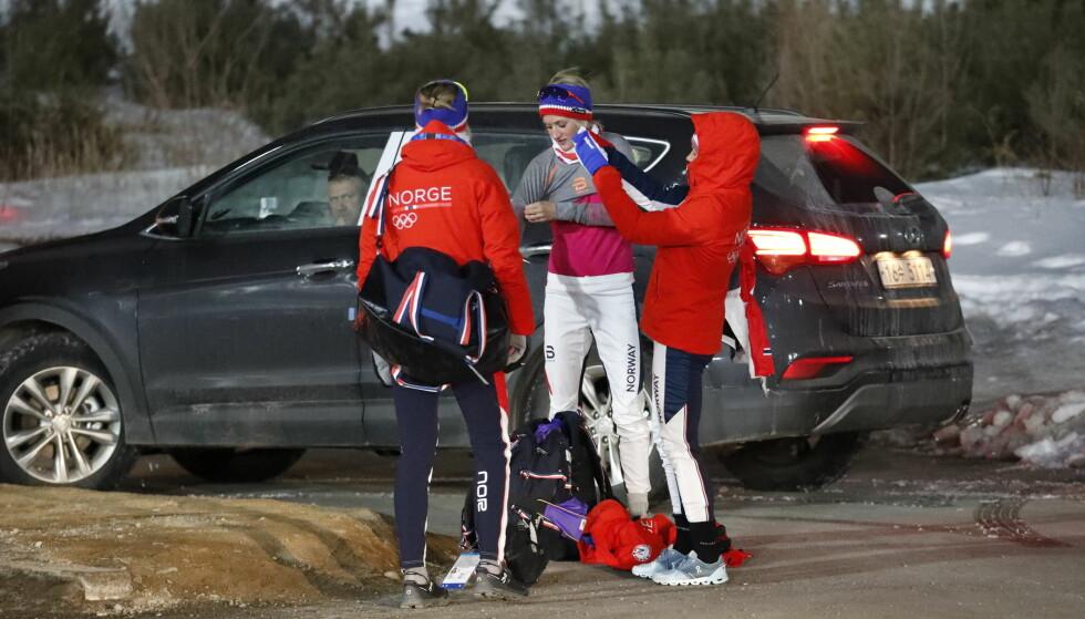 SKUFFET: Både Ragnhild Haga, Ingvild Flugstad Østberg og Heidi Weng var skuffet etter løpet lørdag. Ingen skyldte imidlertid på skiene. Det hadde de heller ingen grunn til, viser testene som ble gjort etter løpet. Foto: Bjørn Langsem / Dagbladet