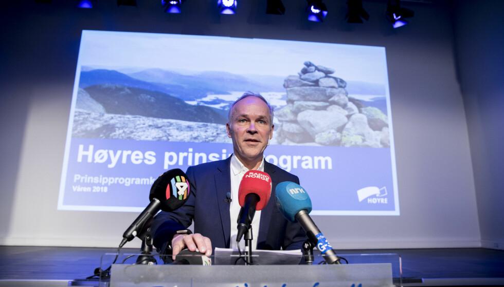 Sier nei: Høyres nestleder Jan Tore Sanner legger fram prinsipprogramkomiteens forslag til resolusjon om bioteknologi på Høyres sentralstyremøte. Flertallet sier nei til eggdonasjon. Foto: Vidar Ruud / NTB scanpix